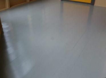 Yttergang ferdig oppusset gulv malt og lakket av Tromsø's Altmuligmann